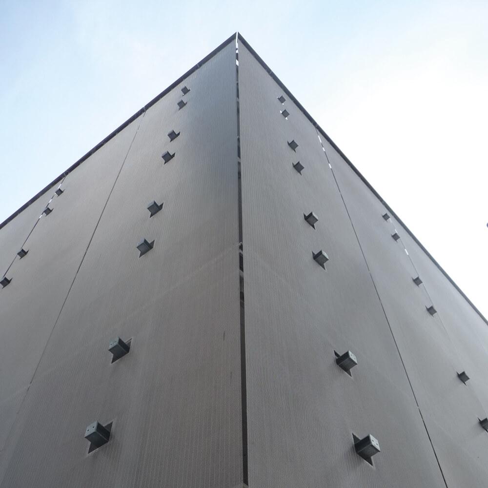 Fassade mit Halterung