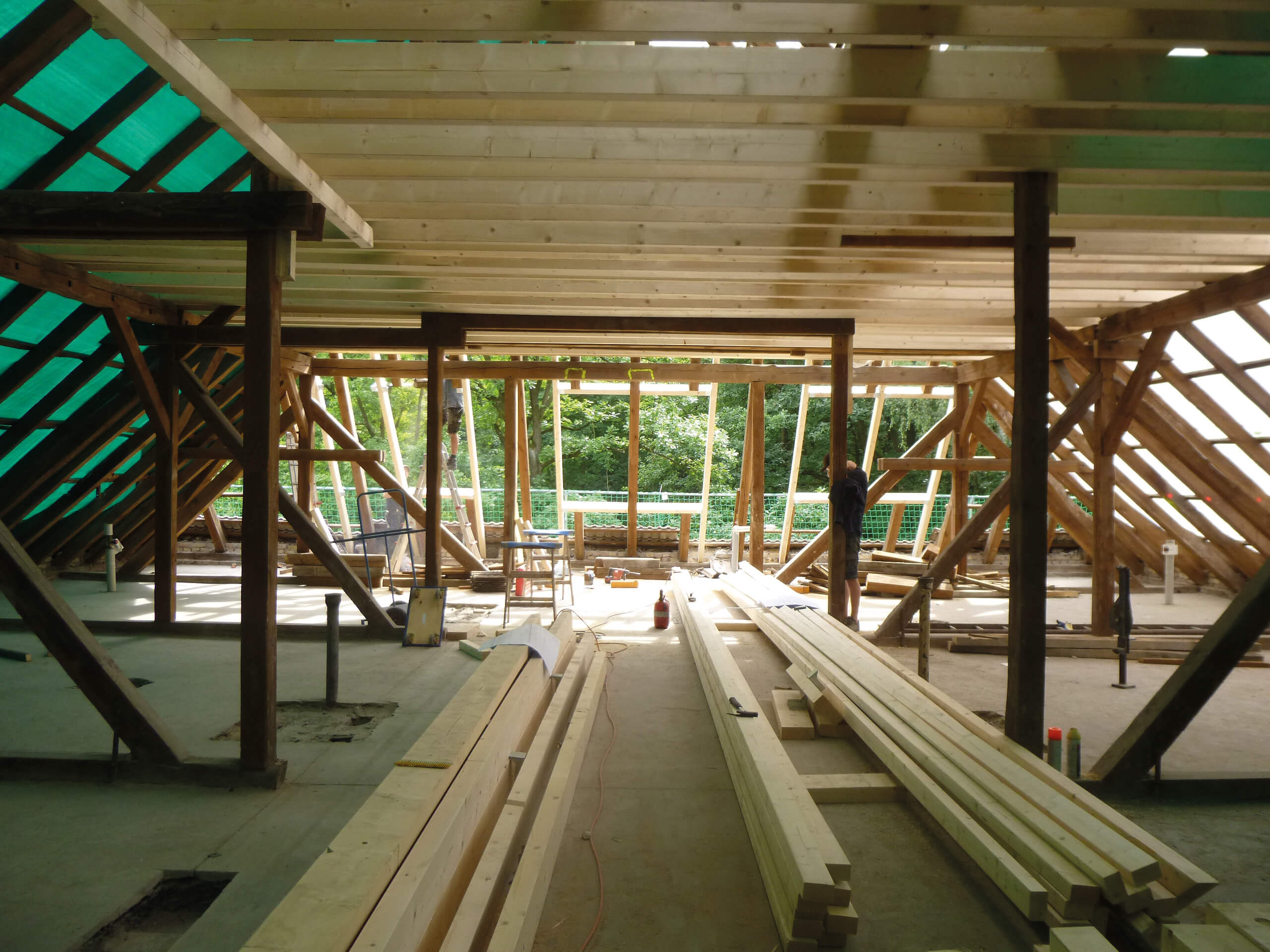 Ausbauarbeiten am Dach der Grundschule Potsdam