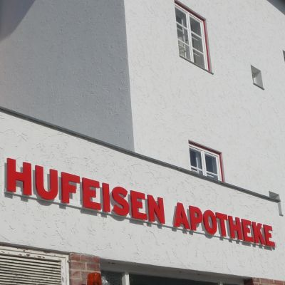 SANIERUNGSMASSNAHME HUFEISENSIEDLUNG Denkmalgerechte Fassadensanierung